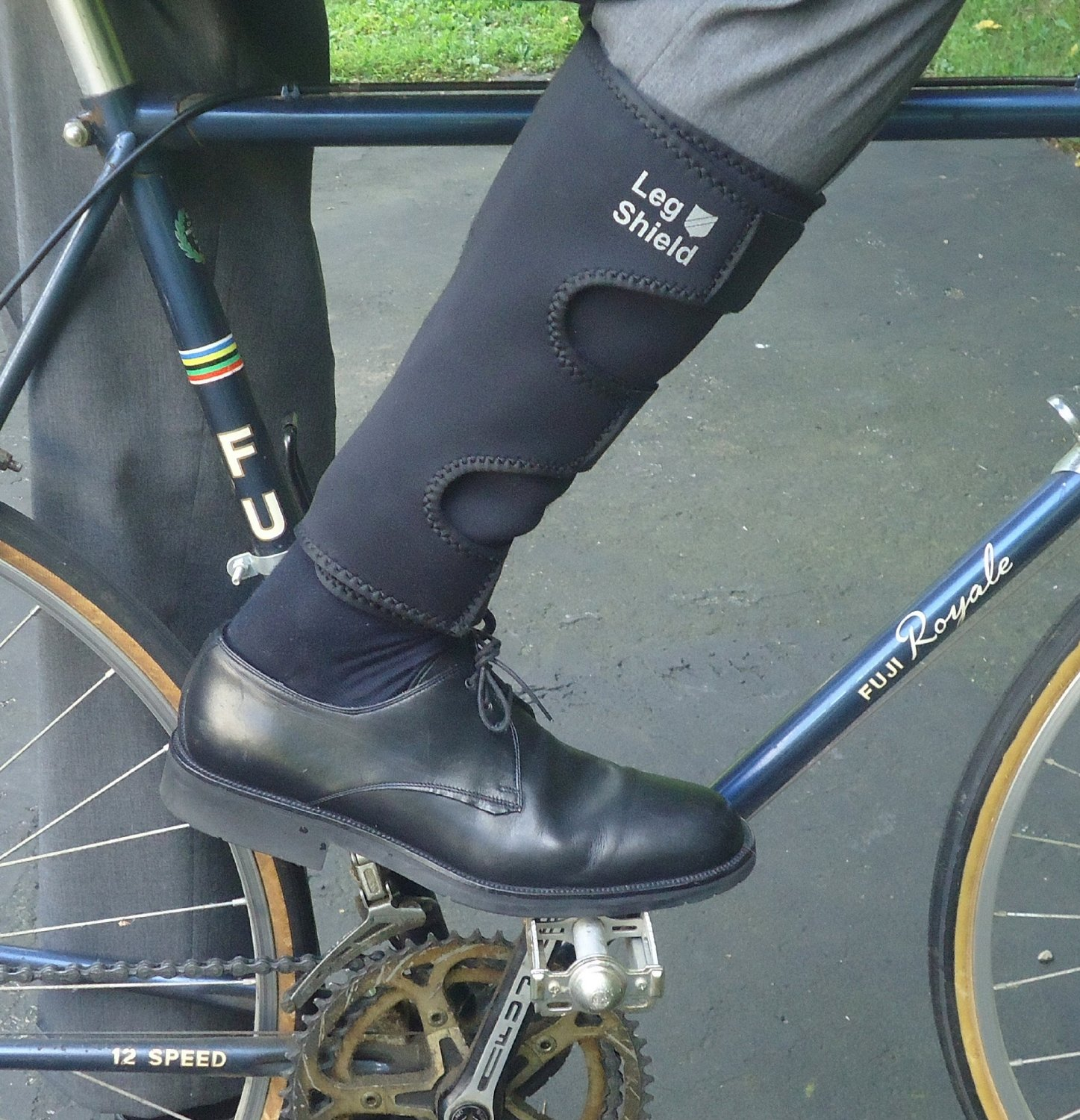 Straps And Gaiters To Keep Your Pants And Ankles Clean Bicycling
