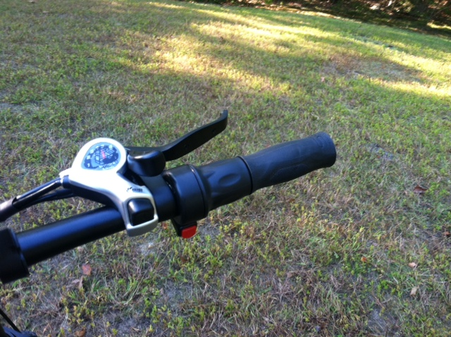 voltbike mariner right grip & throttle.JPG