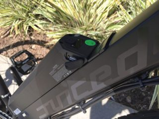 Juiced Bikes Crosscurrent Air Integrated 5 Volt Usb Port On Battery