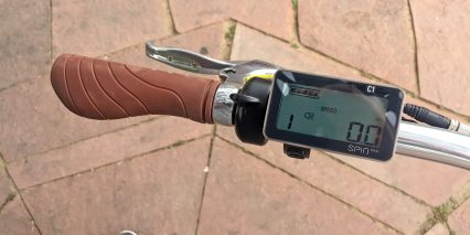 Blix Sol Velo Rubber Ergonomic Grip Display Closeup