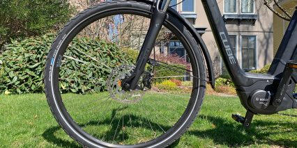 Cube Town Sport Hybrid One 400 Reflective Tires Plastic Fenders Reinforced Frame