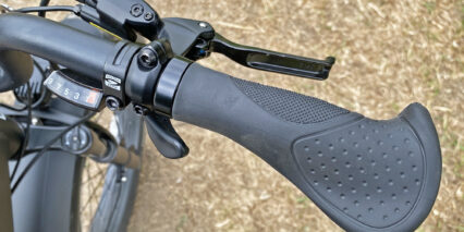 Juiced Bikes Ripcurrent S Ergonomic Locking Rubberized Grips