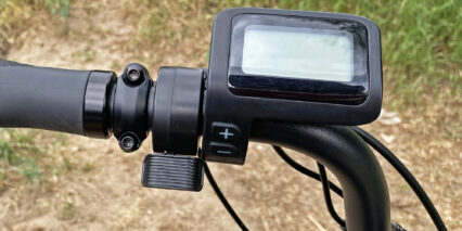 Juiced Bikes Ripcurrent S Greyscale Display Thumb Throttle